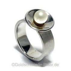 Breiter Ring aus Silber (925/-) mit Perle in großer Schale von JoeplJewels auf Etsy