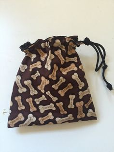 Handmade dog treat bag/pouch with drawstring and belt clip. A great accessory for any dog owner. Dog Treat Pouch, Dog Gifts, Dog Treats, Louis Vuitton Speedy Bag, Unique Jewelry, Handmade Gifts, Dogs, Etsy, Vintage