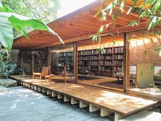 Today, we visited the stunning home of Jose Kuri & Monica Manzutto, who own the incredible @Kurimanzutto gallery. This photo is of their library, situated in their personal tropical oasis in bustling Mexico City. Right out of frame is a magical banana grove in their backyard (see @zacklara's post for context).