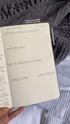 Bullet Journal Aesthetic, Bullet Journal Inspiration, Journal Ideas, School Motivation, Study Motivation, 5 Minutes Journal, Gratitude Journal Prompts, Study Inspiration, Study Notes