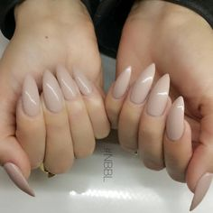 Nudes by @highonlaxquer #nails #gels #almond #nbbl