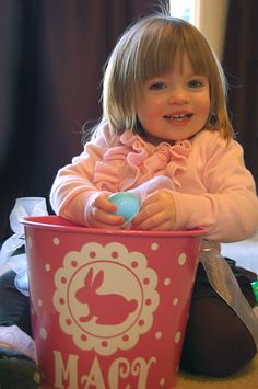 5 Quart Personalized Easter bucket basket pail  - love that design- can do this with the circut