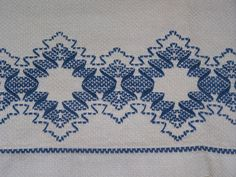 PRETTY VINTAGE SWEDISH, HUCK EMBROIDERED TOWEL, BLUE DIAMOND EMBROIDERY 1930
