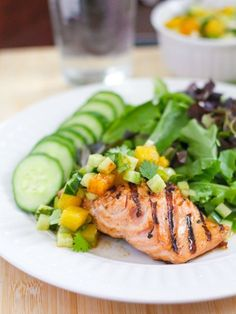Bring your grill out of winter hibernation by making this grilled salmon with sweet and sour pineapple salsa courtesy of Eat Spin Run Repeat. Salmon, fresh or frozen, is a great source of heart-hea. Heart Diet, Heart Healthy Diet, Heart Healthy Recipes, Healthy Choices, Healthy Dinner Recipes, Delicious Recipes, Dash Diet Recipes, Low Sodium Recipes, Low Sodium Meals