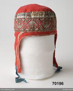 Mössa från Sydvaranger, Finnmark tillverkad av Magga Andersdatter Eikjokk Inköpt 1891 Costume Hats, Costumes, Lappland, People Photography, Fashion History, Folklore, Genealogy, Headpiece, Fashion Accessories