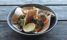 Tacos med räkor, kål och snabbsyltad silverlök