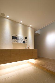 コイズミ照明株式会社 | 家のあかりぜんぶLED施工イメージ集 | 華やかな玄関を演出する光 Minimalist Interior, Minimalist Bedroom, Minimalist Home, Minimalist Design, Japanese Modern House, Japanese Home Design, Foyer Design, House Design, L Shaped Kitchen Designs