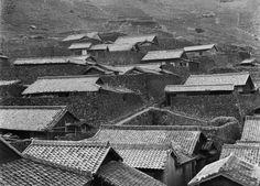 Shikokuji - Sotodomari hamlet in Nishiumi, Minami-uwa, Ehime Prefecture, 1955 by Yukio Futagawa