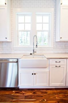 Subway tile backsplash kitchen ideas, gray, white, mini #DIY #Glass #Beveled blue, colored, marble, grey, beige, dark cabinets, herringbone, edge, black, with accent, taupe, brown, border, grout, faux, green #small #stone cream, vertical, large, long, tan, trim #corner how to install