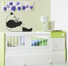 Vinilo decorativo infantil de un oso panda sentado