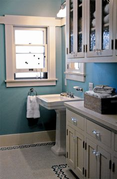In the guest bathroom, Lisa added a pedestal sink and period-style hex tile in a daisy-chain pattern she and Bridgid devised.