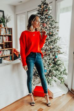 Tenue de Noël : 2 Festive Ways to Dress for the Holidays casual christmas outfit Christmas Fashion Outfits, Casual Holiday Outfits, Cute Christmas Outfits, Holiday Fashion, Christmas Clothes, Christmas Outfit Women, Christmas Holidays, Holiday Style, Holiday Dresses