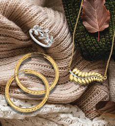 This is the first post in our Fall Fashion Series featuring Mixed Precious metals. Today's spotlight is all the colors of gold. #QualityGold #FallFashion #FashionTrends #Trending #Jewelry #GoldJewelry #RoseGold #MixedMetals #GoldNecklace #Accessories