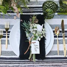 Wedding table with gold flatware and white plates. Black napkins with leaf and floral embellishment. Beautiful Table Settings, Wedding Table Settings, Setting Table, Rustic Table Settings, Casual Table Settings, Table Place Settings, Christmas Table Settings, Wedding Tables, Holiday Tables