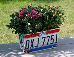 license plate planter, Erik R Davis upcycled planter License Plate Crafts, Old License Plates, License Plate Art, Licence Plates, License Plate Ideas, Flower Plates, Flower Boxes, Flowers, Do It Yourself Projects