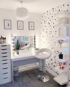 [New] The 10 All-Time Best Home Decor (Right Now) - Home Decor by Carolyn Saunder - Beauty Room Inspo _____________________________________________________ Cute Bedroom Ideas, Cute Room Decor, Girl Bedroom Designs, Bedroom Decor Ideas For Teen Girls, Makeup Room Decor, Makeup Rooms, Beauty Room Decor, Makeup Desk, Aesthetic Room Decor