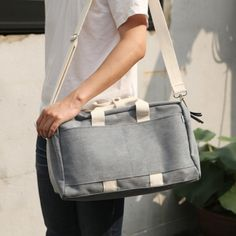 I discovered Mochithings.com recently and haven't found much that I *don't* love, but this bag seems so useful that I almost want to buy it myself.
