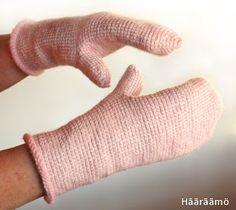 Tunisian crochet mittens ( Written in Finnish) Hääräämö: Tunisialaisittain… Tunisian Crochet, Knit Crochet, Crochet Hats, Crochet Blogs, Crochet Mittens, Crochet Clothes, Fingerless Gloves, Arm Warmers, Diy And Crafts