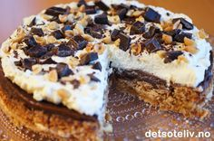 """Snickerskake"" er en KJEMPEPOPULÆR og VANVITTIG GOD kake!!! Danish Dessert, Baking Cupcakes, Sweet Cakes, Let Them Eat Cake, Cake Cookies, Food Inspiration, Cheesecake, Food And Drink, Sweets"