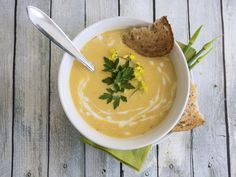 While Panera's Autumn Squash Soup is a fall specialty, why wait to enjoy the rich, velvety dish? Here's how you can cook up our own version of this sweet and nutty soup made with pumpkin puree and butternut squash all year round. Copycat Recipes, Soup Recipes, Cooking Recipes, Pumpkin Soup, Pumpkin Puree, Panera Butternut Squash Soup, Rutabaga, Low Fat Cream Cheese, Squash Vegetable