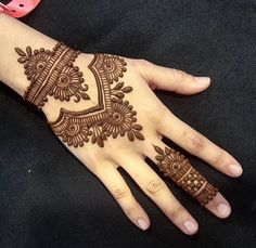 Mehndi henna designs are always searchable by Pakistani women and girls. Women, girls and also kids apply henna on their hands, feet and also on neck to look more gorgeous and traditional.