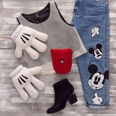 We're sharing five tips on how to achieve the perfect Disney Style Instagram flat lay photo.