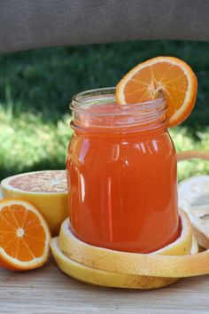 """A-Carrot Apple 4 carrots 2 apples 1/2"""" know of ginger B-Carrot Juice w/ Pineapple&Grapefruit 4 carrots 1/5 a pineapple 1 grapefruit C-Carrot Juice w.Orange&Ginger 4 carrots 2 oranges 1/2"""" know of ginger D-Carrot Juice w/ Pears&Celery 4 carrots 1 large pear 3 celery stalks Half a lime Optional: Substitute celery for stronger tasting greens such as kale, lettuce, cabbage E-Carrot Juice Ultimate Blood Detox 5 carrots Handful of spinach leaves 4 romaine lettuce Handful of parsley Ginger 2 celery"""