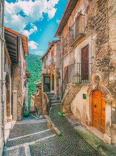 12 Unique Places In Italy That You Need To Visit (8)