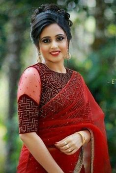red saree contrast blouse embroidery - red saree contrast blouse embroidery Source by latestsareeblousedesigns - Brocade Blouse Designs, Stylish Blouse Design, Saree Blouse Neck Designs, Fancy Blouse Designs, Designer Blouse Patterns, Bridal Blouse Designs, Blouse Designs Catalogue, Red Saree, Anarkali