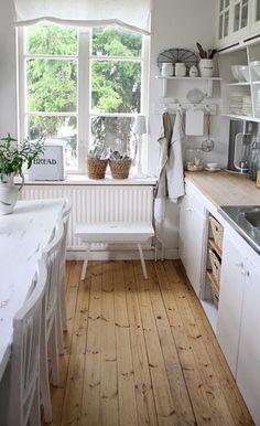 Farmhouse kitchen - I just love this!!!
