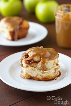 Caramel-Apple-Cinnamon-Rolls... <3