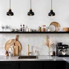 5 styling tips for the kitchen - Tanja van Hoogdalem - 5 styling tips for the kitchen – Tanja van Hoogdalem Informations About 5 stylingtips voor de keuk - Unique Home Decor, Cheap Home Decor, Interior Design Kitchen, Kitchen Decor, Coffee Bar Home, Coffee Corner, Home Decor Quotes, Kitchen On A Budget, Interior Inspiration