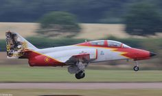 CASA C-101EB E.25-87, no. 1 of the 'Patrulla Águila' in special livery, landing at the damp Thursday before RIAT 2015