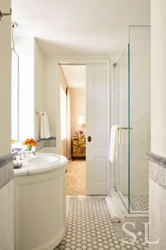 Residences - Fifth Avenue Guest Bath 2 - Suzanne Lovell Inc.