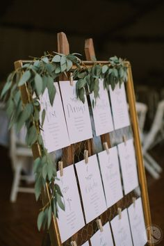 How to create the perfect wedding table plan? Wedding Reception Hairstyles, Indian Wedding Receptions, Natural Wedding Hairstyles, Wedding Reception Design, Seating Plan Wedding, Indian Wedding Decorations, Reception Decorations, Wedding Table, Diy Wedding