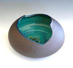 Ceramic vase with trimmed rim