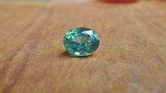 green sapphire / madagascar グリーンサファイア / マダガスカル産  weight: 1.10ct size(mm): 6.0x5.0x3.5 硬度:9