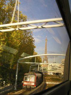 traditionnelle+Tour+Eiffel+mais+avec+RER+:+...+au+retour+de+chez+Simone,+qui+a+mis+fin+plus+brièvement+qu'à+l'ordinaire+à+notre+conversation.+Pourtant+pour+une+fois+j'étais+bien+dégagée+à+parler.+Trop+peut-être+? Inclut-elle+dans+l'heure+qu'elle+me+consacre+la+prise+de+notes+qu'elle+ferait+après+? M'obliger+à+formuler+à+l'oral+me+fait+travailler.+Ça+reste+bén&ea...