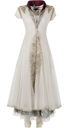 Gorgeous white cloak-like dress. Could be used as an elven wedding dress.