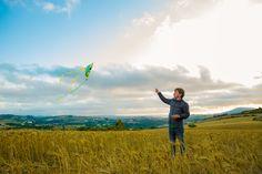 Flying kite on beautiful landscape #Photo session, #Shooting #Nature CM Sobral de Monte Agraço, #Portugal, #Slingshot #Photography #VisitPortugal