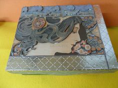 Caja de madera decorada con acrílicos, pasta, decoupage y repujados en estaño.