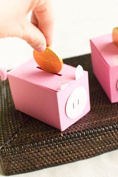 "DIY | ""Piggy Bank"" Favor Boxes"