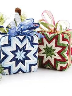 The Gift Box No-Sew Ornament Pattern – Sewing Folded Fabric Ornaments, Quilted Christmas Ornaments, Christmas Decorations, Fabric Wreath, Christmas Tree, Holiday Tree, Christmas Projects, Holiday Crafts, Fabric Gifts