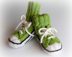 Helemenkerrääjä puikkoviidakossa: Vauvan tennarisukat Crochet Socks, Knit Crochet, Knitting For Kids, Baby Girl Dresses, Barn, Clothes, Knit Socks, Tricot, Zapatos