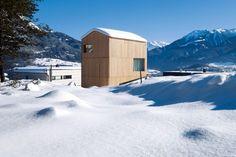 Madritsch Pfurtscheller Turmhaus Holzhaus Aussenansicht im Schnee