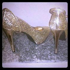 "❤ Heels /Pumps .. glittering Gold size 8.5 ❤ Beautiful... Brand New Glittering Gold Heels size:8.5 ..heel 5"" Shoes Heels"