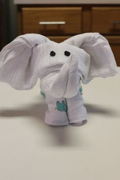 I can& believe I didn& think of this - make towel (or blanket) animals just like on the cruise ship, but as baby shower gifts! Why didn& I see this idea months ago? Recieving Blankets, Origami, Baby Elefant, Towel Animals, Swaddle Blanket, Swaddling Blankets, Ideias Diy, Baby Kind, Baby Baby