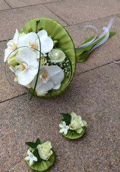 Unusual white phalaenopsis bridal bouquet - Designed by Goya Floristas #phalaenopsisbouquet #whitebouquet
