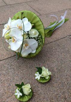 Unusual white phalaenopsis bridal bouquet - Designed by Goya Floristas #phalaenopsisbouquet #whitebouquet