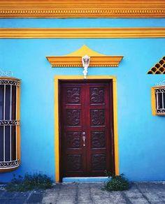 A doorway in Tlacotalpan.